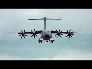 Wojskowy transportowiec C-17, który wyląduje na byle dłuższej łące