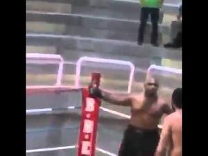 Cwaniak w ringu szybko kończy na deskach