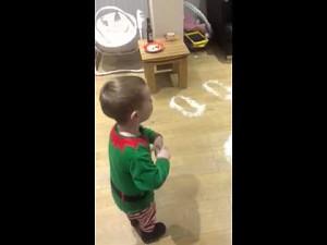 Mały Szkot odkrywa ślady zostawione przez Mikołaja