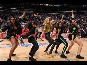 Flashmob z Fergie na parkiecie Los Angeles Clippers