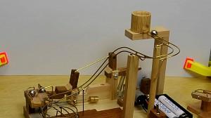 Katapulta na metalowe kulki własnej roboty