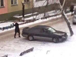 Żona na parkingu