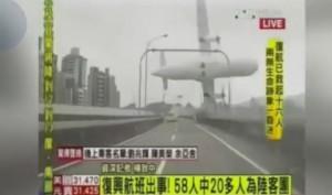 Katastrofa samolotu na Tajwanie nagrana przez samochodową kamerkę
