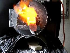 Wykuwanie miecza z meteorytowej stali