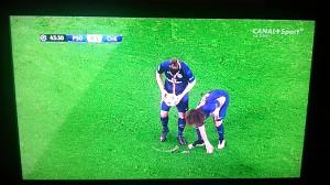 David Luiz i Zlatan Ibrahimovic oszukują arbitra
