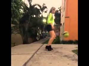 Piłka na wysokim obcasie