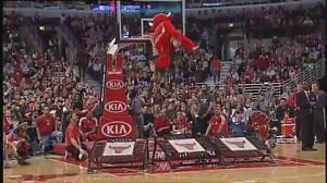 Benny the Bull - najciekawsza maskotka NBA