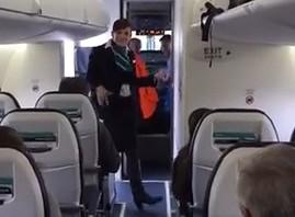 Roztańczona stewardessa