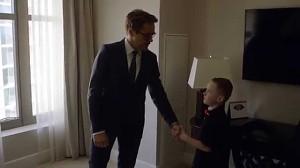 Robert Downey Jr. dostarcza chłopcu bioniczne ramię