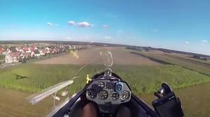 Awaryjne lądowanie przy drodze