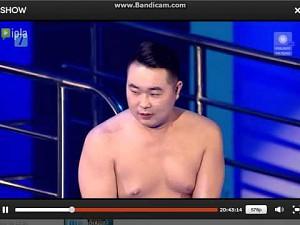 """Atak erekcji podczas występu w """"Celebrity Splash"""" (dno)"""