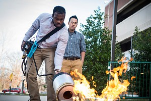 Jak ugasić ogień za pomocą fal dźwiękowych o niskiej częstotliwości?
