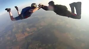 Kamera spada z 3000 metrów