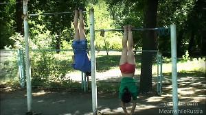 Dwie dziewczyny z Rosji wymiatają na drążku