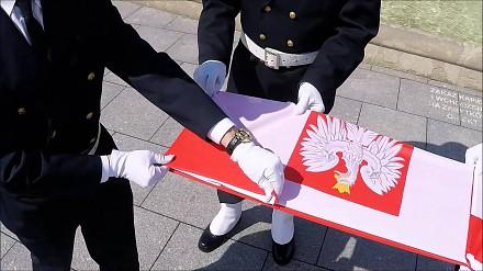 Ceremonia składania polskiej flagi państwowej