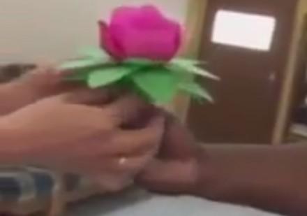 Niesamowite wycinanie kwiatków z papieru