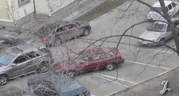Kretyn na parkingu