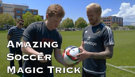 Niesamowity piłkarski magiczny trik