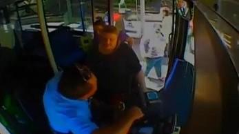 Dwie kobiety atakują kierowcę