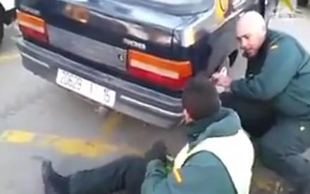Podejrzany samochód trafił do kontroli. Nie uwierzycie, co znaleźli w zderzaku