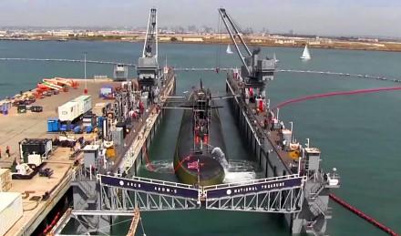 Wejście okrętu podwodnego do doku pływającego