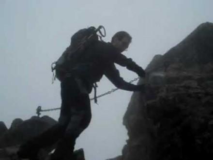 Spektakularne przejście słynnej szczeliny na Granatach (Orla Perć)