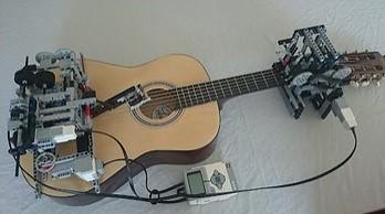 LEGO grają na gitarze