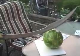 Przecinanie arbuza mieczem
