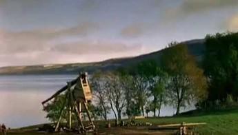 113-kilogramowa kula przelatuje 182 metry i trafia w cel