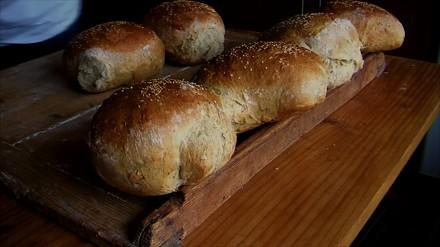 Pieczenie chleba w piecu opalanym drewnem