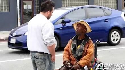 100$ dla bezdomnego