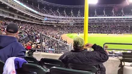 Reakcja kibica na stadionową falę