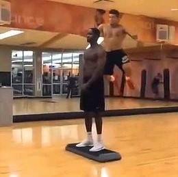 Biali nie potrafią skakać? Oto dowód, że jednak potrafią