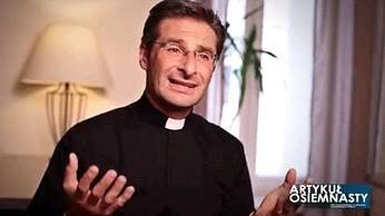 Ksiądz Krzysztof Charamsa chwali się że jest gejem i kocha swojego Eduardo