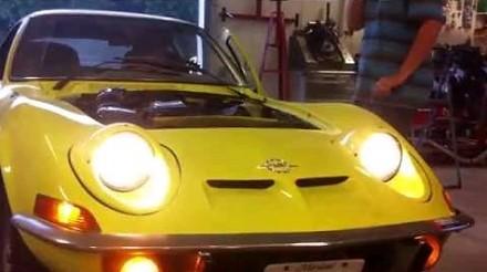 Nietypowe lampy w samochodzie Opel GT