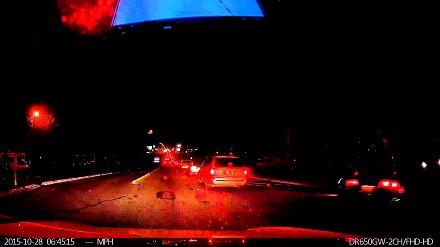 Autopilot samochodu Tesla ratuje sytuację