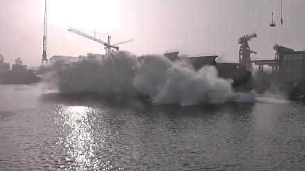 Widowiskowe wodowanie boczne tysięcznego statku w Gdańskiej Stoczni