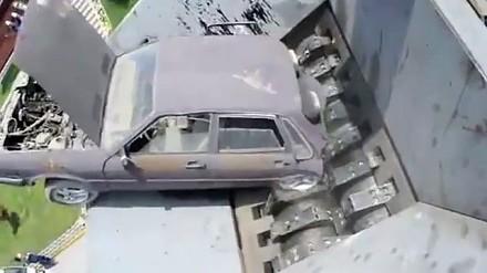 Potężna niszczarka samochodów