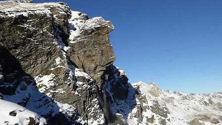 Turyści sfilmowali oderwanie się potężnej skały