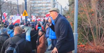 Wesoły Romek Giertych na demonstracji w Warszawie
