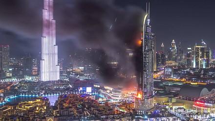 Film poklatkowy płonącego wieżowca w Dubaju