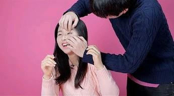 """Koreanki próbują """"otworzyć swoje oczy"""""""