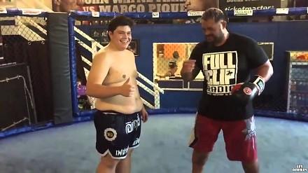 Co się stanie jeśli zawodnik MMA uderzy grubasa?