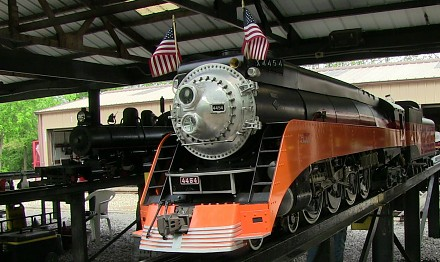 Przejażdżka na miniaturowym pociągu z lokomotywą parową
