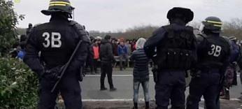 Dżungla Calais. Jak wygląda tam typowy dzień?