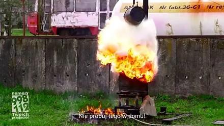 Gaszenie gorącego oleju wodą