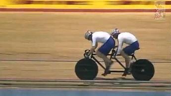 Koło nie wytrzymało naporu dwóch rowerzystów
