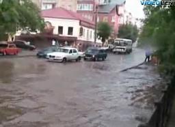 Kierowcy kamikaze kontra wysoka woda