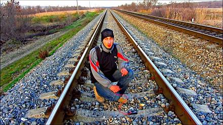Ładowanie telefonu szynami kolejowymi