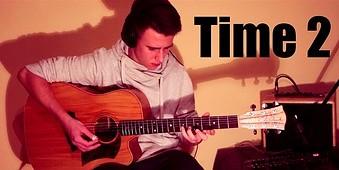 Młody Polak gra techno na gitarze akustycznej